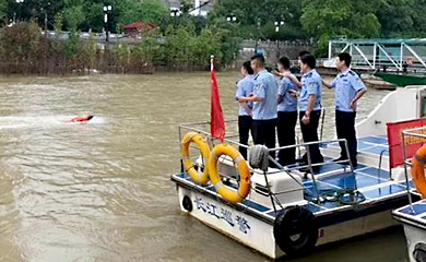 Water rescue robot becomes new rescue equippment of Yangtze River China